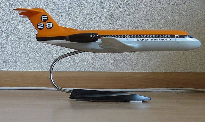 Fokker F28 static desk model